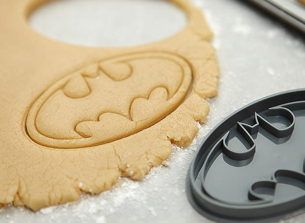 1aad_batman_cookie_cutters_dough
