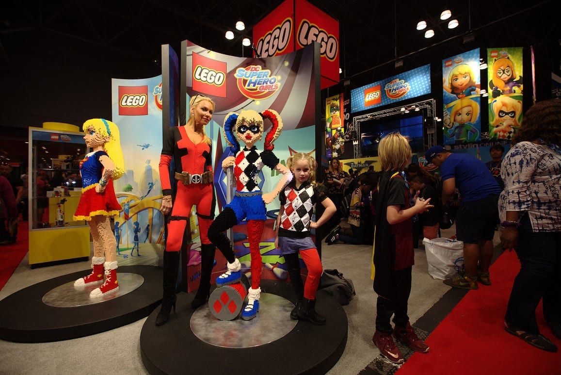 new-york-comic-con-2016-lego-girls
